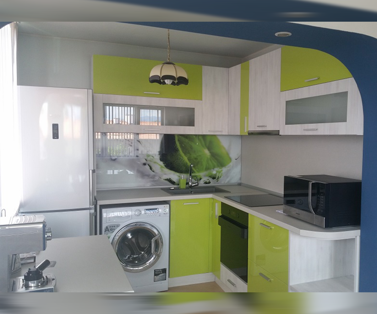 Функционална ъглова кухня по размер